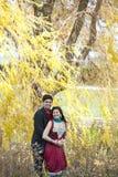 愉快年轻印地安夫妇摆在 库存照片