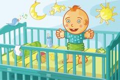 愉快婴孩的小儿床 免版税库存照片