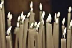 任意地被安置的射击的蜡烛 免版税库存照片