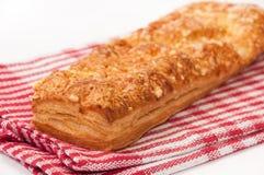 意大利三明治用在红色厨房桌布的乳酪 免版税库存照片