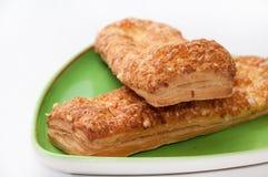 意大利三明治用在绿色三角板材的乳酪 图库摄影