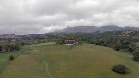 意大利乡下的风景鸟瞰图有小山和农村领域的 影视素材