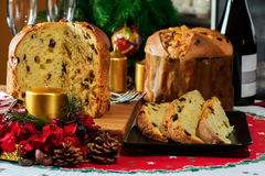 意大利人典型的圣诞节蛋糕叫意大利节日糕点 免版税库存图片