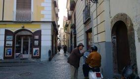 意大利人在索伦托姿势示意 免版税库存照片