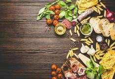 意大利传统食物、开胃菜和快餐 免版税图库摄影