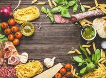 意大利传统食物、开胃菜和快餐 免版税库存照片
