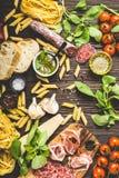 意大利传统食物、开胃菜和快餐 免版税库存图片