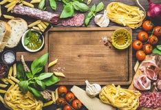 意大利传统食物和开胃菜 免版税库存照片
