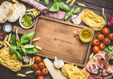 意大利传统食物和开胃菜 免版税图库摄影