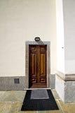 意大利伦巴第在sumirago教会关闭了砖t 免版税库存图片