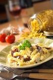 意大利内容丰富的意大利面食 免版税库存照片