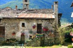 意大利农舍在Valcamonica 免版税库存图片