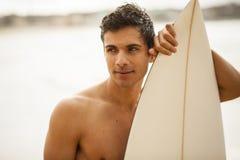 年轻意大利冲浪者画象 免版税图库摄影