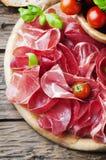 意大利可口开胃小菜用火腿和bresaola 免版税库存图片