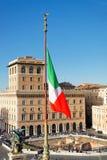 意大利国旗和广场从维托里奥Emanuele纪念碑的Venezia 免版税库存图片