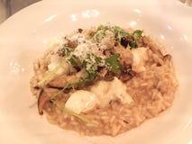 意大利块菌蘑菇乳脂干酪意大利煨饭 库存图片