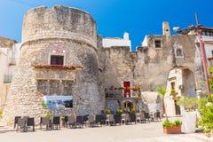 意大利城市佩斯基奇,普利亚老镇的看法  免版税库存图片
