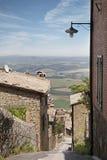 意大利城市典型的狭窄的街道  免版税库存图片