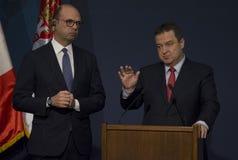 意大利外长Angelino阿尔法诺正式访问向塞尔维亚 库存照片