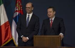 意大利外长Angelino阿尔法诺正式访问向塞尔维亚 免版税库存照片