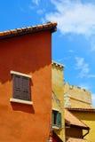 意大利大厦五颜六色的经典样式 库存照片