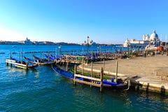 意大利威尼斯 在大运河和圣Giorg的长平底船 库存图片