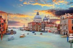 意大利威尼斯 在运河的看法重创对圣玛丽亚大教堂  库存图片