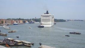 意大利威尼斯 游轮横渡圣马尔谷教堂水池  库存图片
