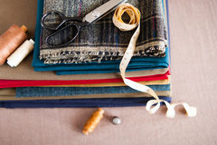 意大利布料衣服,剪裁传统、五颜六色的织品和tai 库存照片