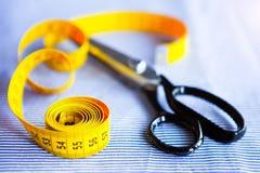 意大利布料衣服,剪裁传统、五颜六色的织品和tai 库存图片