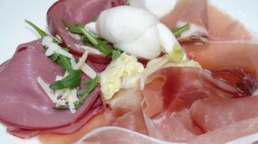 意大利开胃小菜与,火腿和无盐干酪 库存照片