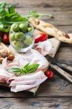 意大利开胃小菜用鸡火腿和面包 库存照片