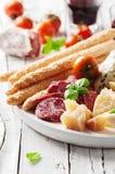 意大利开胃小菜的概念用乳酪和香肠 库存照片