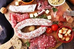 意大利开胃小菜酒快餐品种集合 乳酪,地中海 图库摄影
