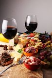 意大利开胃小菜酒快餐品种集合 乳酪,地中海 免版税库存照片
