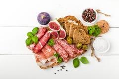 意大利开胃小菜香肠用无花果 免版税库存照片