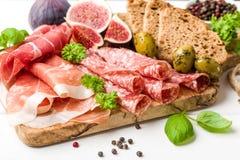 意大利开胃小菜香肠用无花果 免版税库存图片