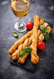 意大利开胃小菜grissini用蕃茄 免版税图库摄影