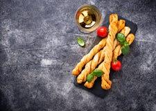 意大利开胃小菜grissini用蕃茄 库存图片