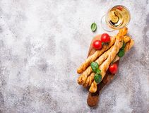 意大利开胃小菜grissini用蕃茄 免版税库存照片