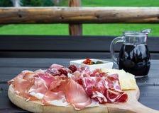 意大利开胃菜典型的盘  免版税库存图片