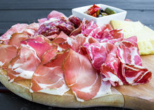 意大利开胃菜典型的盘  免版税库存照片