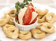 意大利开胃菜或Taralli薄脆饼干用蕃茄  免版税库存照片