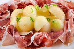 意大利开胃菜,火腿帕尔马proscuitto用瓜 免版税库存图片
