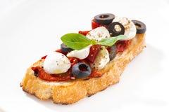 意大利开胃菜-在板材,特写镜头的bruschetta 库存照片