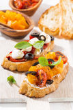 意大利开胃菜- bruschetta,垂直 库存图片