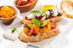 意大利开胃菜- bruschetta,水平 库存照片