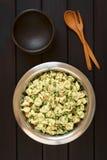 意大利式饺子沙拉用豌豆和烟肉 库存图片