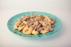 意大利式饺子用在板材的蘑菇 免版税图库摄影