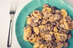 意大利式饺子用在板材的蘑菇 库存图片